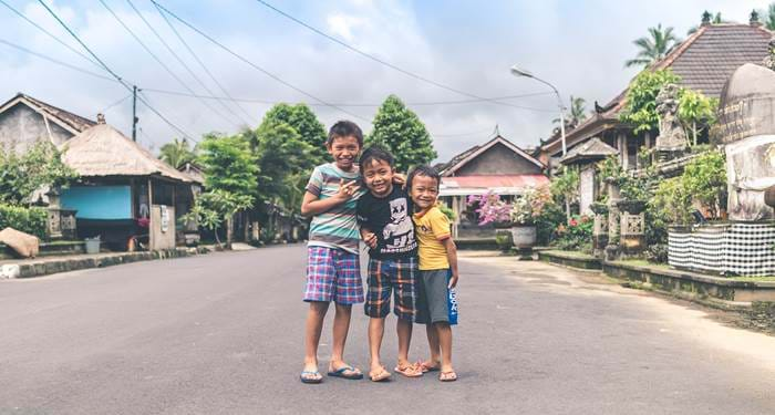 bali-indonesia-smiling-children-cover