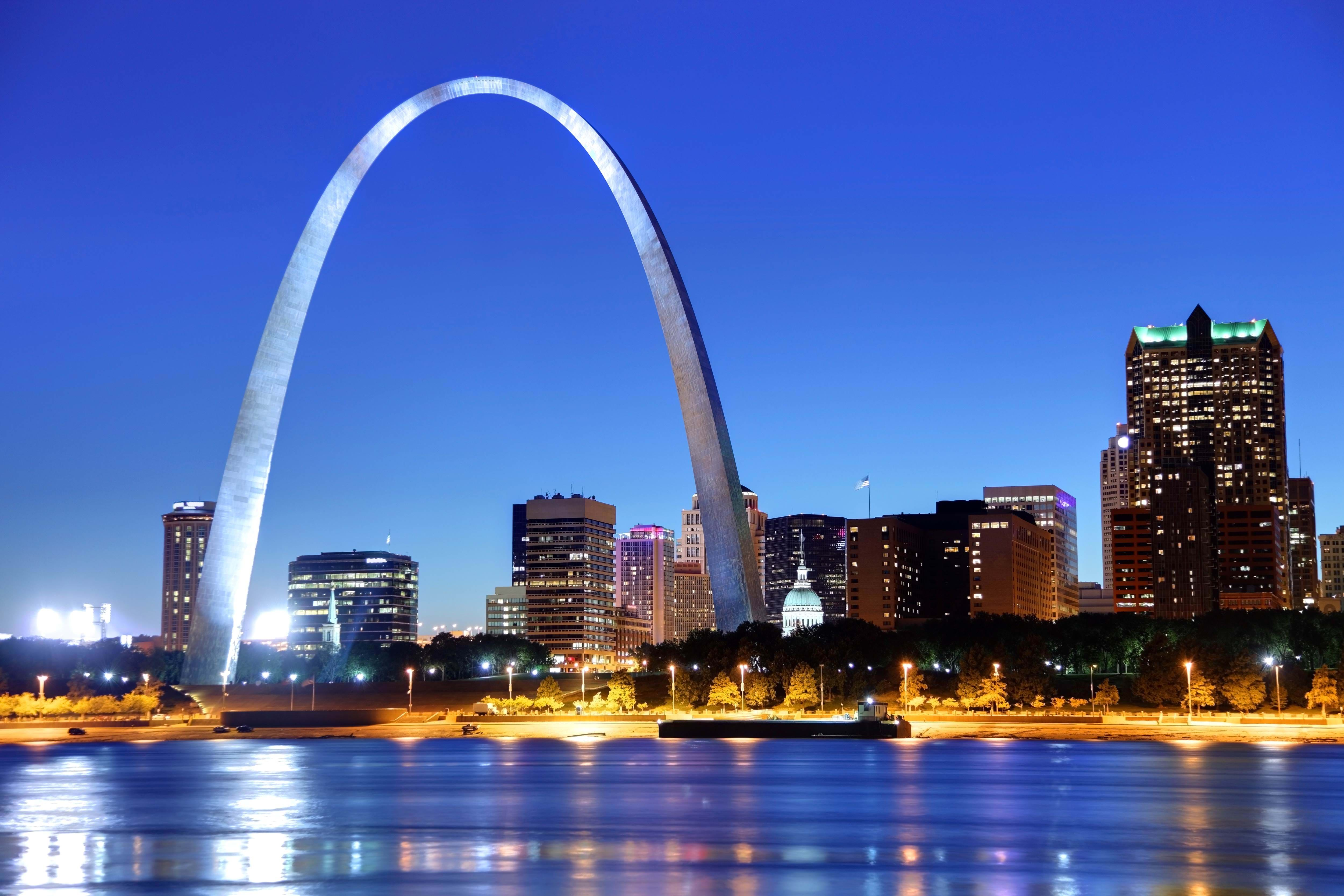 USA-St-louis-gateway-skyline-mississippi-river
