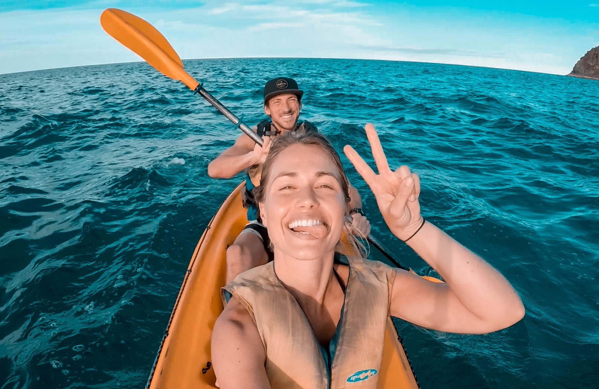 australia-couple-kayaking-selfie